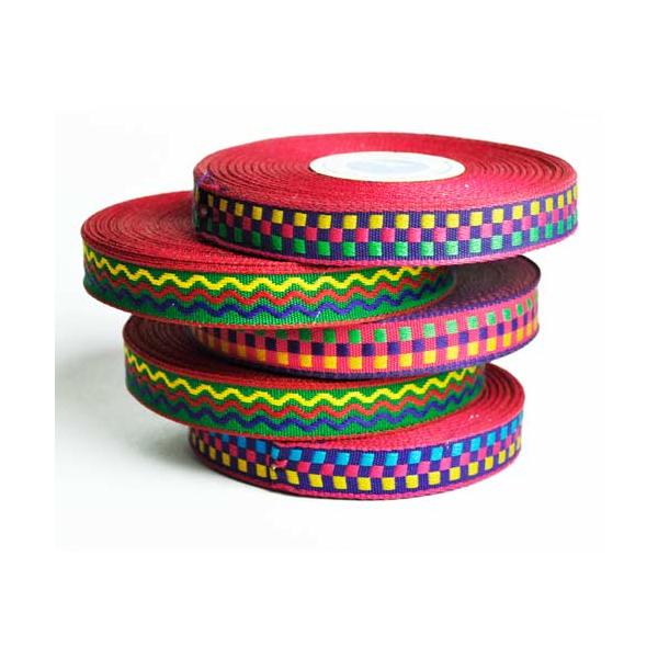 Farverige båndruller til fremstilling af festivalarmbånd