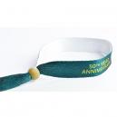 Specialfremstillede tekstil festival armbånd lavet af genanvendt PET med en træperle.