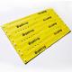 Ark af trykte smalle plastikarmbånd fremstillet af PVC